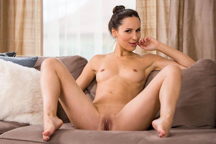 https://www.sexcamchat-live.com/